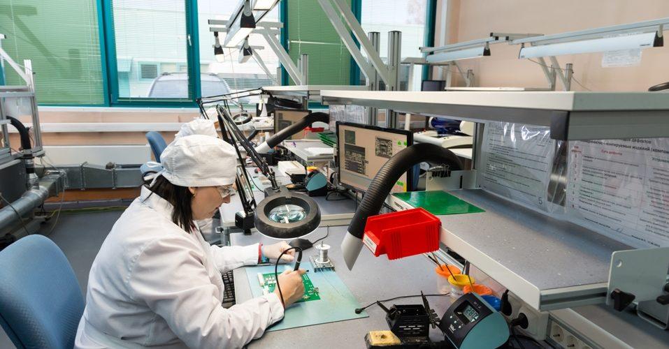 Montážny pracovník (operátor) elektronických zariadení